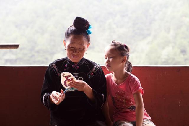 他以5万元的贷款创业帮助贵州山区1397名工匠脱贫