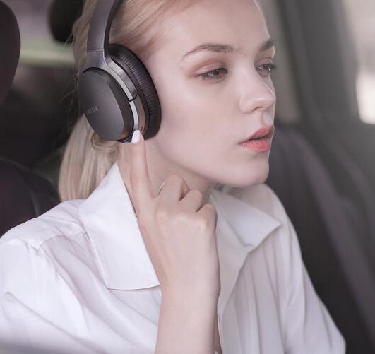 新年礼物听歌曲热身选择戴蓝牙耳机