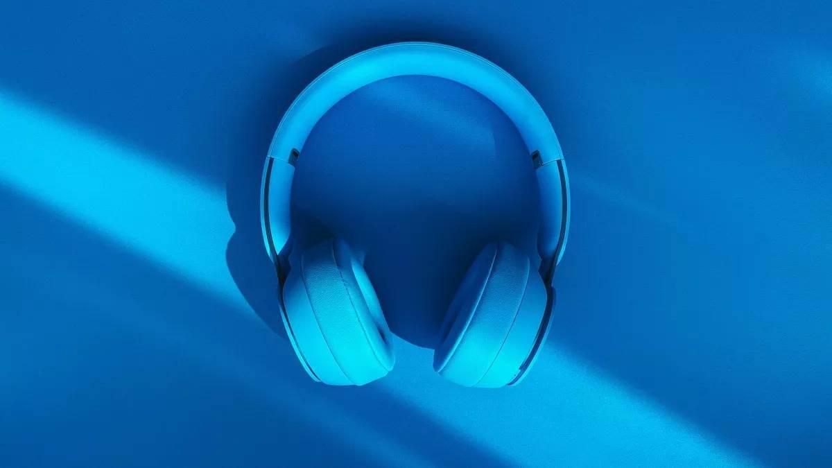 晨报 苹果耳机可能在今年发布使用磁性吸引设计/武汉发行23亿消费券/东芝关闭涉及76000名员工