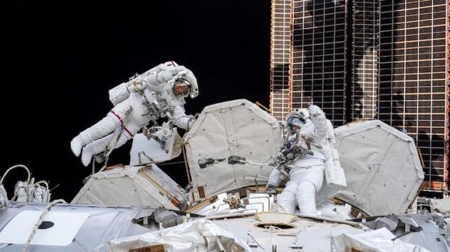 """""""天宫""""和国际空间站相距上百公里,出现危机,宇航员可以互救吗"""