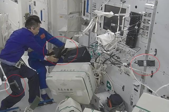 网友发现航天员带上天的数码产品!有华为P30、米家电动螺丝刀